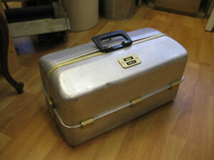 Umco Fishing Tackle Box - FROM PAST TIMES Antiques - 1178 Albert