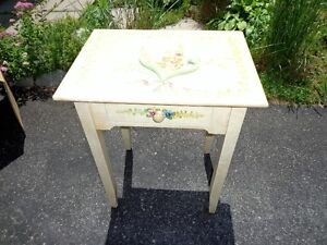 CUTE LITTLE TABLE  for your BED SIDE, DEN, HALL WAY...