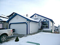 5 BDRM WALK OUT BUNGALOW IN NW CALGARY!!