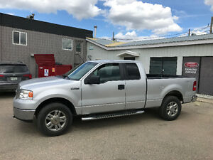 2007 Ford F-150 XLT Pickup Truck.      (((ONLY 153km)))