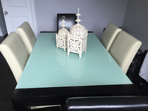 Beautiful Dining Room Set | Mint condition