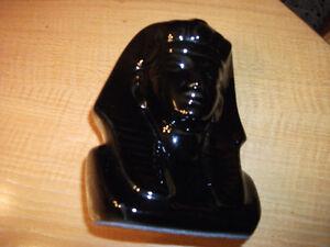 "Statue de Pharaon noir 8"" x 6"" (F1212)"