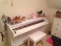 Piano digital white wood