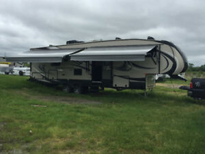 2016 Durango 1500 5th Wheel Trailer 32ft