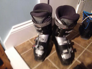 Great skiing boots   fit men's 9-10 boot