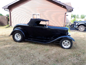 Hot rod convertible Roadster 1932 Ford