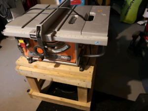 Rigid 15A table saw a 's stand