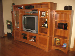 LARGE ENTERTAINMENT UNIT WITH SEPARATE BOOK SHELVES