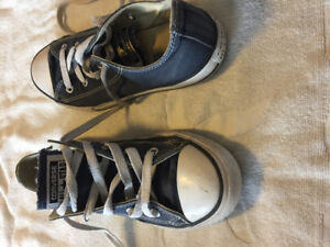 Converse shoes size youth 3. Navy blue.