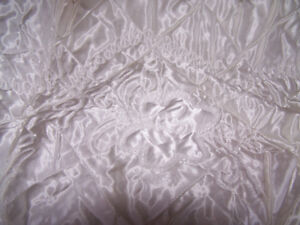 NEW White Satin Like Bed Spread with Embroidered Designs...Queen