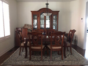 Solid Maple Wood Dining set / Table / 6 chairs / Buffet & Hutch