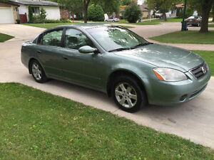 2004 Nissan Altima 2.5S Sedan (SAFETIED) $2,500 taxes included
