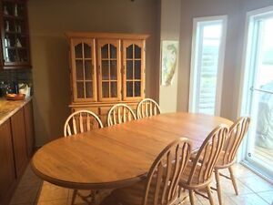 Solid Oak Dining Table, Buffet, Hutch, 3 Leaves, 6 Chairs