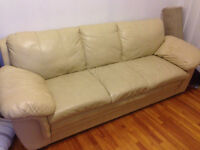 Fauteuil 2 places + 3 places en cuir. Leather love seat and sofa