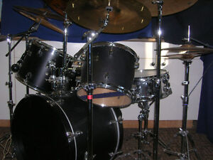 great sounding drum kit with vintage Zildjian cymbals