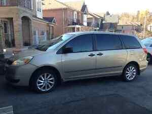 2004 Toyota Sienna Minivan, Van