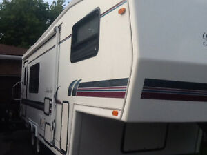 25 ft GOLDEN FALCON 5th wheel ( NEEDS TO GO BEFORE WINTER)