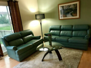 *** 3 Bed. Townhouse * FULLY FURNISHED * UTILITIES INCLUDED ***