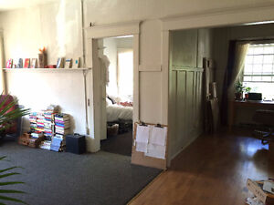 ROOMMATE NEEDED - $660/M DOWNTOWN CHARACTER APARTMENT