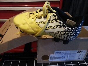 pre-school size 10 yellow soccer cleats w box $8