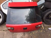 Seat leon boot lid in red colour with privacy glass