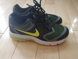 Boys size 5 Nike shoes