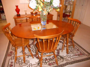 BEAUTIFUL VILAS DININGROOM  SET WITH 4 CHAIRS