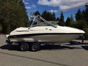 ***2003 Chaparral 215ssi (21ft) This Boat does it all***