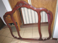 Nice triple Mirror, cherry color in good condition