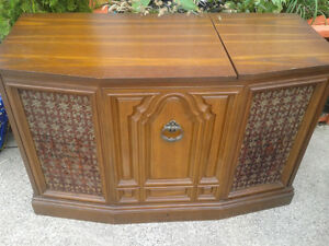 Record Player Stereo Cabinet at The Meetinghouse! Windsor Region Ontario image 3