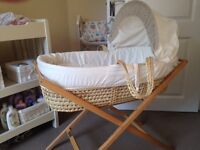 Mamas and Papas Moses basket with stand + 4 sheets