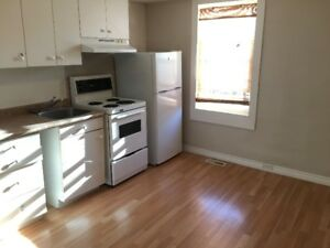 (**October 1st**) Upper level 1 bedroom unit in Oshawa for rent