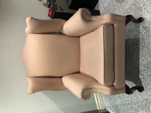 Wing chair / accent chair