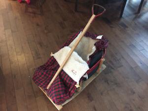 Traîneau en bois avec housse d'hiver carottée pour bébé