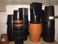 CRAZY BARGAIN!BRAND NEW PLANT POTS OF ALL DIFFERENT SIZES