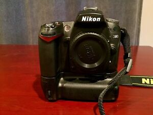 Nikon D90, 3 batteries included!!