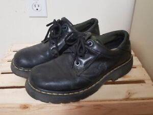 Dr Marten   8053 Oxford   Leather Padded Collar Shoes