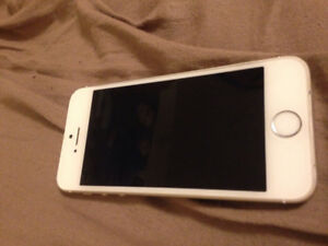 2 iPhone 5s for sale (one black and one rose gold)