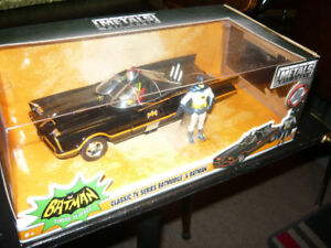 """2 Available"" BNIB 1:24 Die cast 1966 Batmobile with figures"