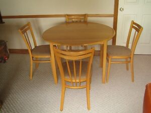 Round Maple Table an Four Chairs