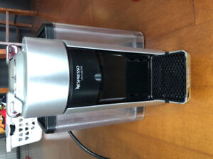 LIKE NEW Nespresso Vertuoline Evoluo Coffee Machine by De'Longhi