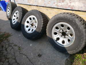 17 inch Goodyear Wrangler Territory tires/rims 1000km