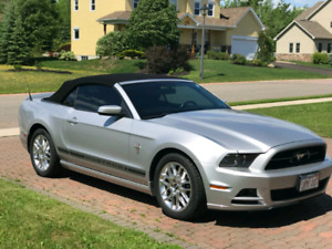 Selling 2013 Ford Mustang