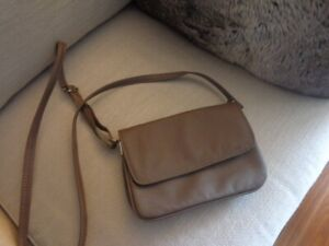 Small crossbody purse (taupe / greige)