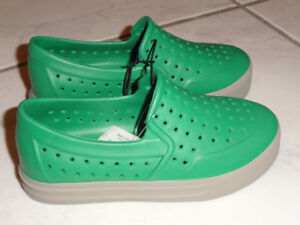 NEW! BABY GAP TODDLERS PERFORATED SLIP ON SHOES