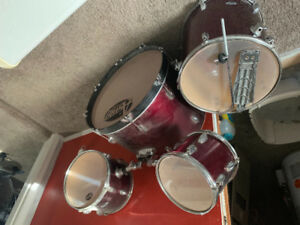 Most of the drum set 100.00