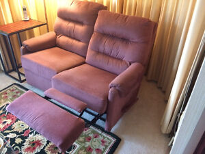 PRICE REDUCED TO $195-RECLINER: TWO-SEAT--MANUALLY OPERATED Peterborough Peterborough Area image 4