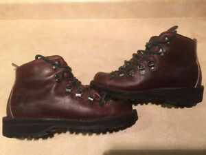 Women's Danner Gore-Tex Hiking Boots Size 6