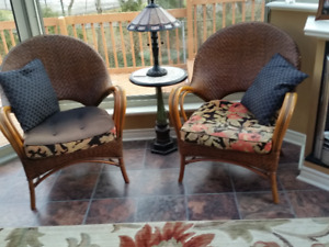 5 Piece wicker set, with reversible cushions.