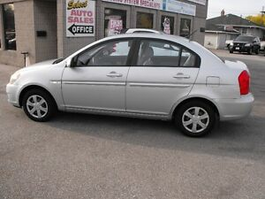 2007 ACCENT GL SEDAN  LOADED  5 SPEED  ONE OWNER-NO ACCIDENTS Windsor Region Ontario image 1